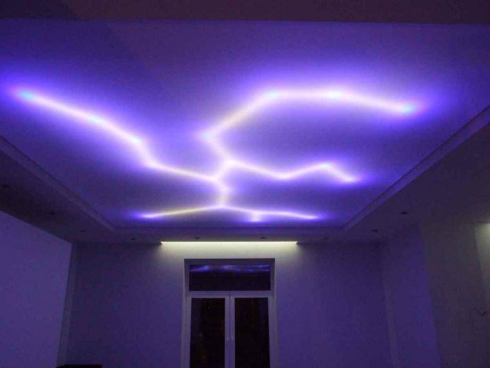 конструкция с закарнизным освещением